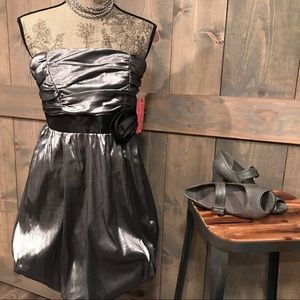 Dresses & Skirts - NWT Silver lame' cocktail/prom dress